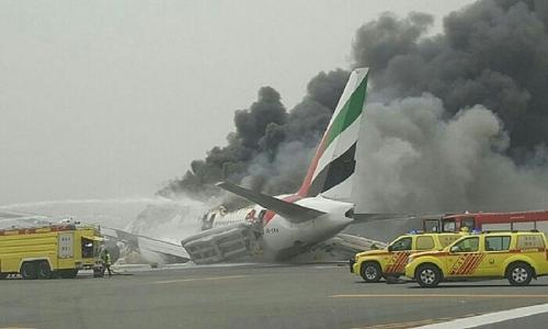 Pesawat Emirates Bermuatan 275 Orang Crash Landing dan Terbakar, Begini Penampakannya