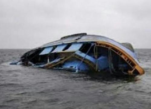 Kapal Bermuatan 11 Penumpang Asal Tanah Datar Terbalik di Pariaman