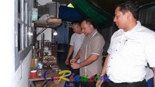 17 Ribu Botol Miras Siap Edar Ditemukan Polda Riau dari Kontrakan Tempat Peracikan Milik RS di Pekanbaru
