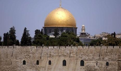 Ratusan Pemukim Yahudi Dikawal Polisi Israel Nodai Halaman Masjid Al-Aqsha