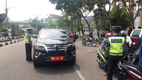 Waduh, Mobil Anggota Dewan Ditilang karena Gunakan Tiga Plat Sekaligus