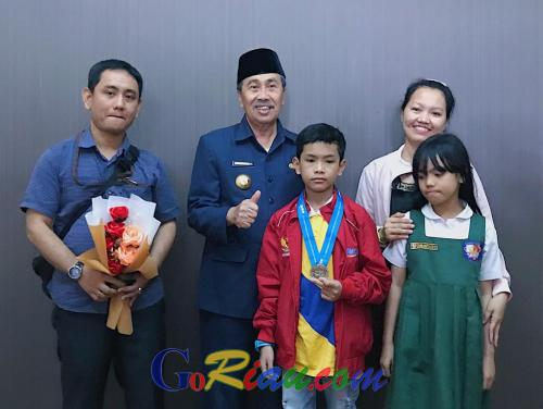 Mikhael Saragih Harumkan Nama Riau di IMSO 2019 Hanoi, Gubri Syamsuar: Jadikan Ini Motivasi