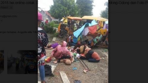 Odong-odong Sarat Penumpang Ditabrak Minibus, 1 Tewas dan Puluhan Luka-luka