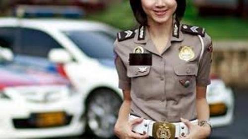 Sebelum Pacari Narapidana, Brigpol Dewi Selingkuh dengan Polisi, Dipergoki Suami Berduaan dalam Mobil