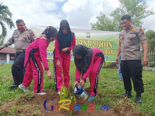Aktifkan Gerakan Penghijauan, Polsek Mandau Tanam Pohon Buah-buahan