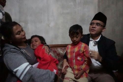 Bupati Banyuwangi Akan Rawat dan Sekolahkan 2 Bocah Kembar yang Jadi Yatim Piatu karena Bencana Longsor