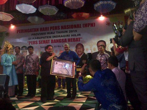 Bupati Kuansing Dianugrahi PWI Awards