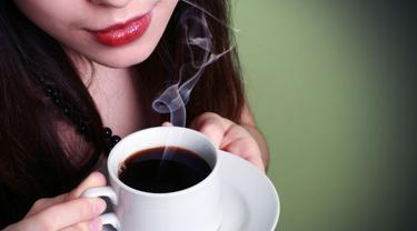 Ini 3 Bahaya bagi Tubuh Bila Minum Kopi Saat Perut Kosong