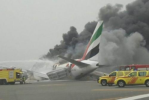 Kecelakaan Pesawat Emirates, Ratusan Penumpang Selamat, Satu Petugas Pemadam Kebakaran Tewas