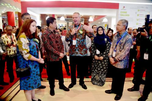 Menteri ESDM Kunjungi Stand Chevron di IPA Convex Ke-43, Kevin Lyon: 95 Tahun Kami Berkembang di Indonesia