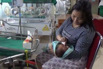 Tersungkur Berkali-kali, Alfionita Terus Mendekap Erat Bayinya Berusia 12 Hari Sambil Berlari Saat Gempa 7,4 SR