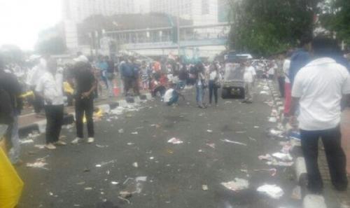 Sampah Bertaburan dan Taman Bundaran HI Rusak Usai Aksi 412, Beda dengan Aksi 212