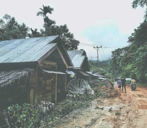 Jalur Sumbar-Riau Masih Dialihkan ke Kiliranjao, Petugas Fokus Bersihkan Material Longsor dan Perbaikan Jalan Amblas
