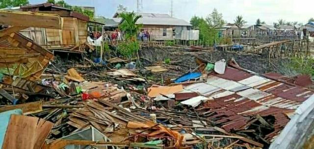 Tanah Longsor di Tanjung Baru Inhil, 6 Rumah Amblas ke Sungai, 2 Menggantung