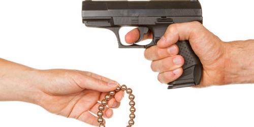 Ditembak Perampok, Pemilik Toko Mas Balas dengan Lemparan Batu, Banditnya Kabur Membawa 4 Kilo Emas
