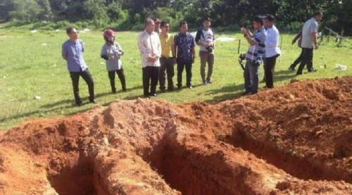 Warga Makassar Gempar, Jenazah yang Sudah Dimasukkan ke Liang Kubur Tiba-tiba Julurkan Tangan dan Minta Tolong, Pelayat Berhamburan Ketakutan