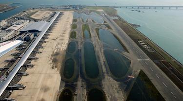 Topan Jebi Sebabkan Bandara Osaka Tenggelam, Penumpang Dievakuasi Gunakan Perahu