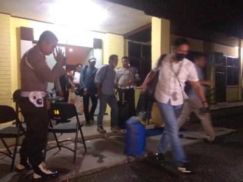 Gara-gara Proyek Jembatan WFC Bangkinang, Sejumlah Mantan Anggota DPRD Kampar Diperiksa KPK Hingga Malam