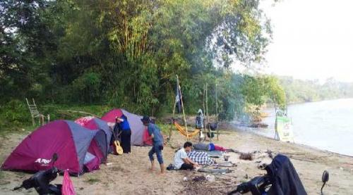 Ratusan Mahasiswa Unri Berkemah Kuliah Pengabdian di Objek Wisata Pulau Rambai