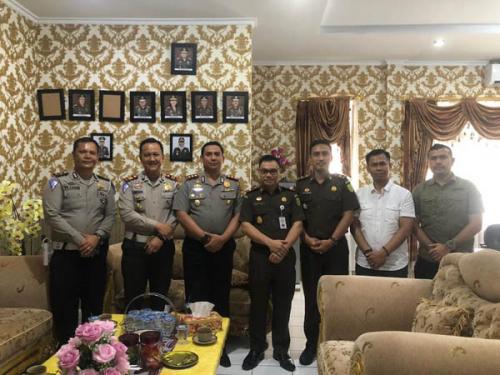 Jalin Silaturahmi, AKBP Hasyim Risahondua Kunjungi Kejari Pelalawan
