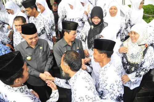 Plt Gubernur Riau Minta PGRI Sediakan Guru Sampai Daerah Terpencil