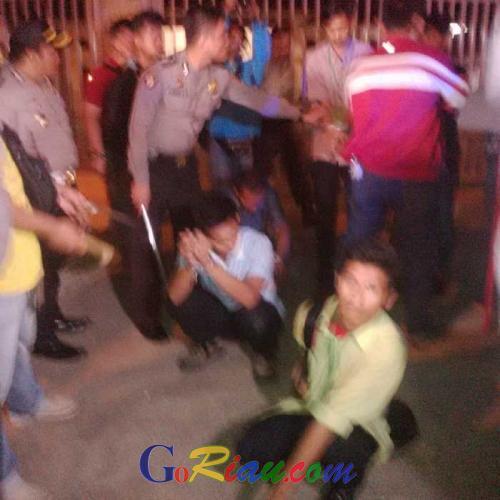 8 Romli HMI Pembawa Senjata Tajam Dibekuk Petugas Kepolisian di Depan Wisma Laena Pekanbaru