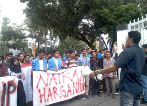 Kelapa Anjlok, Mahasiswa Inhil Pekanbaru Desak Pemerintah Tetapkan Standarisasi Harga