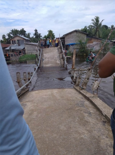 Pasca Ambruk, Pemkab Inhil Upayakan Bangun Jembatan Darurat di Lahang Tengah