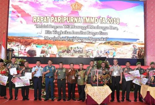 Dukung Suksesnya TMMD Ke-102, Bupati Bengkalis Terima Penghargaan dari Panglima TNI