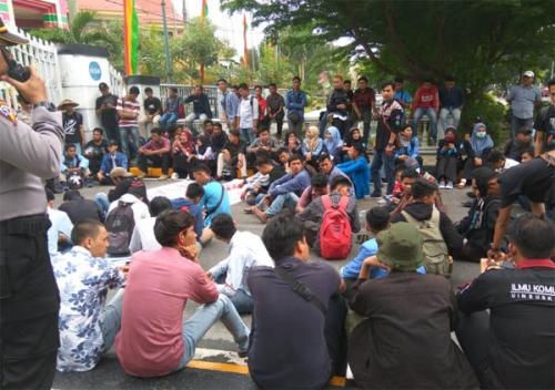 Demo di DPRD Riau, Massa Pejuang Harga Kelapa Rakyat Inhil Gagal Temui Anggota Dewan