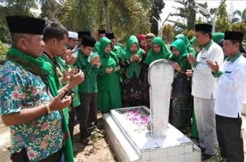 PPP Kampar Ziarah ke Makam Bupati Azis Zaenal dan M Amin