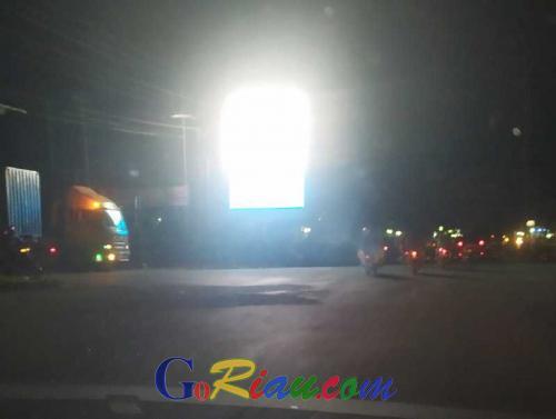 Cahaya Videotron Simpang Tabek Gadang Ganggu Pengendara, DPRD Minta Pemko Lakukan Penertiban