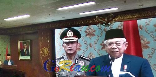 Wapres Maruf Amin Terima Gelar Bapak Ekonomi Syariah Indonesia dari UIN Suska Riau