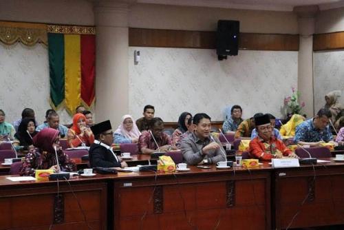 Terima Kunjungan Pemko Dumai, DPRD Cari Solusi Percepatan Pembangunan Kota Terbesar di Pesisir Riau Itu