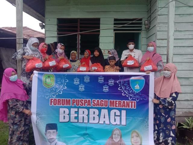 Forum Puspa Sagu Meranti Berbagi Paket Sembako ke Kaum Dhuafa dan Anak Yatim