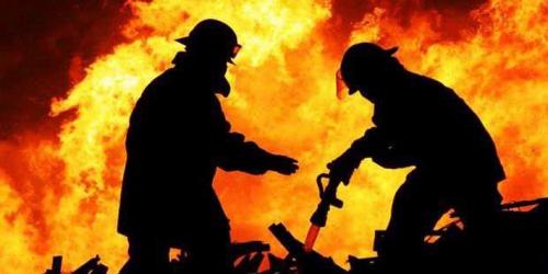 Jamaah Shalat Id Mendadak Panik karena Ada Rumah yang Terbakar
