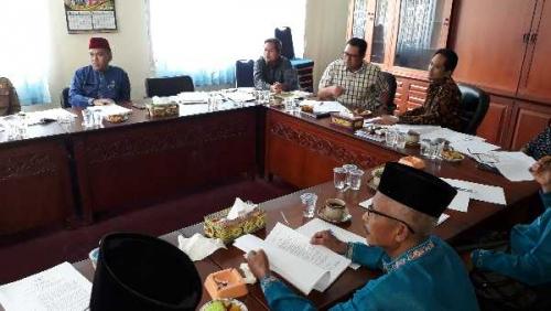 DPRD Pelalawan Bahas Ranperda Pilkades bersama OPD