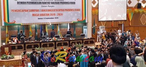 65 Anggota DPRD Riau Resmi Dilantik, Sukarmis dan Zukri Misran Jadi Pimpinan Sementara