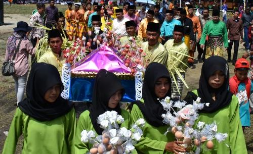 Terkesan dengan Ritual Mandi Safar di Rupat, Plt Gubernur Riau Janji Akan Jadikan Iven Nasional