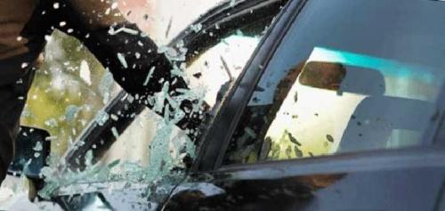 Braak! Mobil Ford jadi Sasaran Pecah Kaca di Jalan Rajawali Sakti Pekanbaru, Barang Berharga Lesap Sekejap