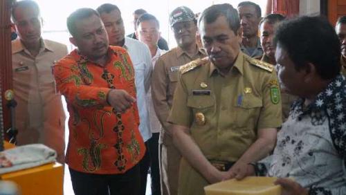 Madu Lebah Asli di Kuok Dapatkan Penghargaan dari Gubernur Riau
