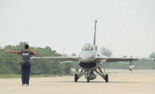 4 Pesawat F-16 dari Lanud Roesmin Nurjadin Pekanbaru Lakukan Patroli Lintas Elang 20 di Perairan Natuna