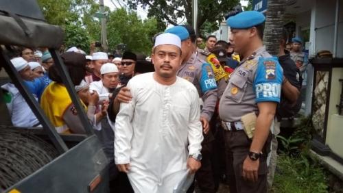 Dituduh Lakukan Pidana Pemilu, Ketua PA 212 Slamet Maarif Datangi Polresta Solo Dikawal Massa FPI dan Laskar Islam
