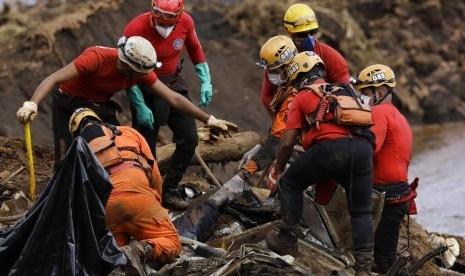 Bendungan Limbah Tambang Ambruk, 142 Orang Tewas dan 194 Belum Ditemukan