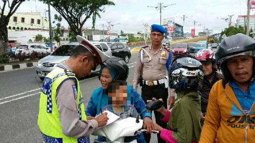 Langgar Rambu Larangan Melintas <i>Flyover</i>, Puluhan Pengendara di Pekanbaru Terjaring Operasi Simpatik Siak 2017