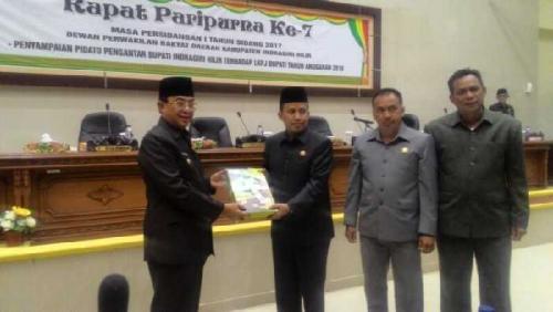 Paripurna ke-7, DPRD Terima Buku LKPJ Bupati Inhil