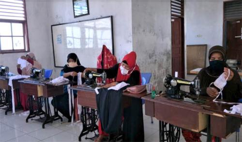 KUB PKBM Bina Ilmu Palika Prakarsai Pembuatan Masker dan Dibagikan Gratis ke Masyarakat