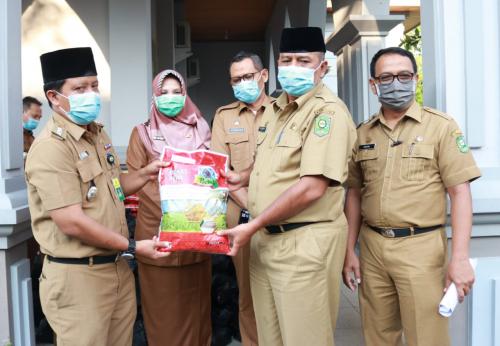 Pemkab Siak Salurkan Bantuan Sembako Tahap II Sebanyak 587 Paket Untuk ODP