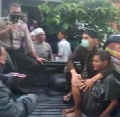 Heboh di Pekanbaru, Pria Bercelana Pendek Masuk Masjid Tampar Imam yang Sedang Pimpin Salat Subuh
