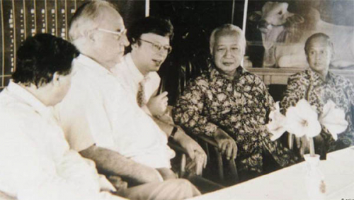 Wawancara dengan Penerjemah Bahasa Jerman Suharto: Mulai dari Mie Instan, Habibie, Putra-Putrinya, Ekstremis Agama Hingga Kurang Baca